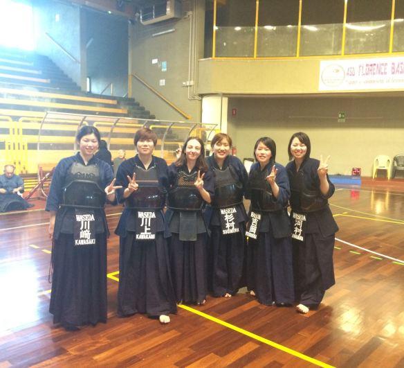 Benedetta con le ragazze della Waseda University